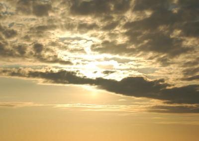 Kl. 05:45 var en skyfront nået frem og dækkede for solen.